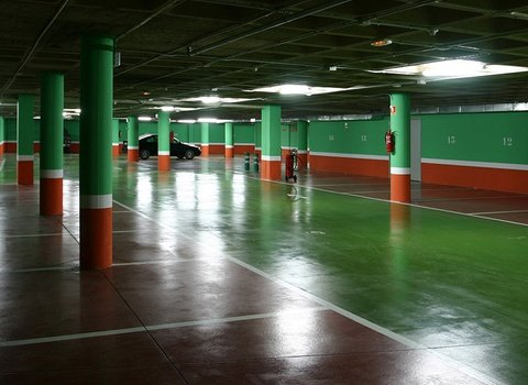 El Hotel ofrece parking gratuito y parking privado